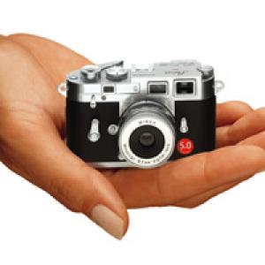 【スイーツ(笑)ガジェット vol.1】リップサイズなのに本気仕様!ライカM3のミニチュアカメラ
