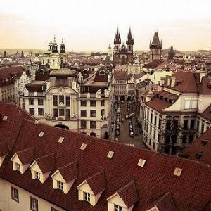 中世の空気で満ちた千年の歴史を誇る百塔の街 プラハ