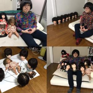 いわくつきの人形に囲まれて。 『事故物件 恐い間取り』原作者・松原タニシのステキな自宅写真 ※事故物件です[ホラー通信]