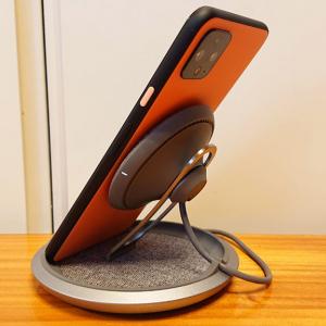 コイル位置を調整できて縦横置きに対応するMoshi「Lounge Q」レビュー リモートワークのお供として絵になる最大15W出力のワイヤレス充電スタンド