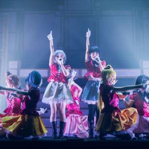 ゾンビアイドルが舞台化『ゾンビランドサガ Stage de ドーン!』開幕!名曲で彩るライブシーン満載