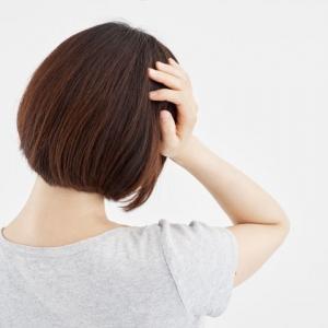 台風シーズン到来! 脳神経内科が実践する「台風頭痛」に効果的な頭のマッサージ