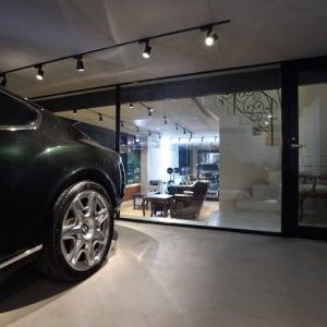 ガレージと趣味部屋が隣接した、人生を楽しむための家【EDGE HOUSE】