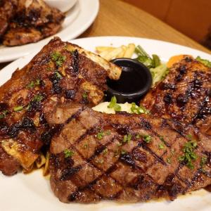 肉肉肉!「TGI FRIDAYS」にサーロインステーキ・ポークリブ・グリルチキン3種類のお肉が楽しめる贅沢プレートが新登場!