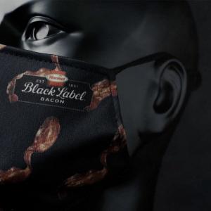 ベーコンの香りがするマスクが登場 「呼吸するのが辛いマスク」「ベーコン好きとしては外せないアイテムだ」