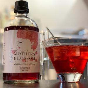 お家でバー気分を堪能! 小栗絵里加氏監修のボトルカクテル「Mother's Blossom」を飲んでみた