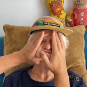 SNSで大人気のおばあちゃん カオナシのコスプレがじわじわくる