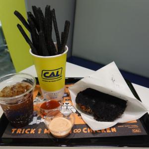 真っ黒になったチキンとフライドポテトのお味は……?舞浜の人気チキン店でハロウィン気分を味わってきた