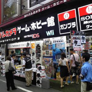 今日は新型PS3発売日のはずなのに店舗前に行列なし