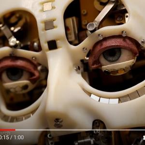 ディズニーの研究所がアイコンタクトするロボットを公開 「夢の国が悪夢の国になるのか」「なぜ歯をつけた?」