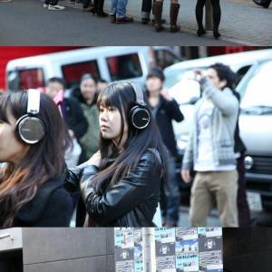 渋谷で集団がスマホ片手に上を見上げる光景が異様過ぎる ソニーが渋谷中をライブ会場に?