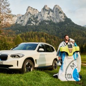 BMWが電動ウィングスーツの初飛行動画を公開 ワイスピのニトロのような急加速を披露