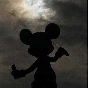 東京ディズニーリゾート公式Twitterで人気の写真ベスト5! 1位は「ミッキーと金環日食」