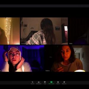 """ビデオ通話に悪霊が…… 全編""""Zoom""""で制作した傑作ホラー『ズーム/見えない参加者』日本公開[ホラー通信]"""
