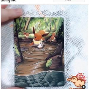 ポケモンカードをキャンバス代わりにするアーティスト