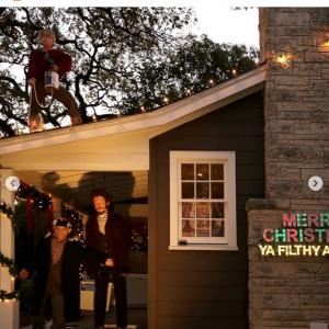 クリスマスに向け『ホーム・アローン』仕様にデコったアメリカの一軒家 「飾りとかじゃなくてもはやアートだよ」「オースティン市役所から表彰されるべき」