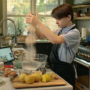 異なる文化・背景をもつため対立しがちな家族……少年が手作り料理で絆をつなぐ! 『エイブのキッチンストーリー』監督インタビュー