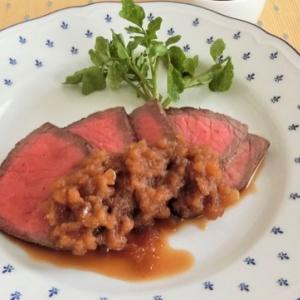 ローストビーフ定番レシピ&タマネギソース!フライパンでできる