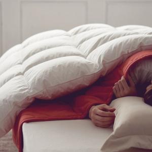 掛けふとんと毛布、どちらが上? 寝具メーカー西川が教えるあたたかく眠るコツ
