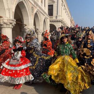 仮面舞踏会の世界へ。一生に一度は参加したいヴェネツィア・カーニバル!