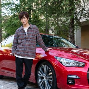 声優・小野賢章さんがスカイラインのハンズオフドライブに初挑戦! 美ボイスも披露のお宝映像が公開!