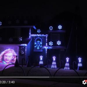曲によってイルミネーションが変化するクリスマス仕様の一軒家 「この家の近所の人が羨ましい」「これぞプロの仕事」