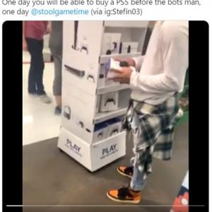 PS5をエアプレイする男性 「彼の気持ちが嫌と言うほどよくわかる」「コントローラーは売ってるのに本体が品不足って」