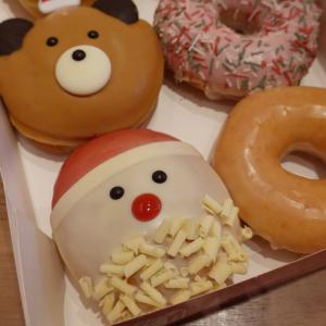 人気のスノーマンとサンタにクリスマスベアが新登場! ホリデー感満載のドーナツでしあわせXmas