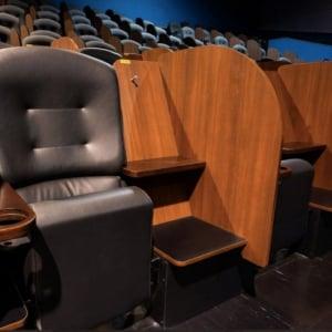 リニューアルの「イオンシネマ市川妙典」が、全座席間に飛沫対策のパーテーションを設置!「集中して鑑賞したい人には朗報」「コロナが収束しても続けてほしい」