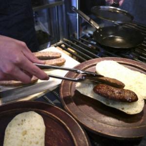 アルゼンチンのソウルフード『チョリパン』を東京で食べる