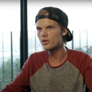 Avicii(アヴィーチー)のドキュメンタリー「Avicii:TrueStories」でカットされ未収録となっていた50分間の映像が公開、Aviciiの未公開映像も【動画あり】