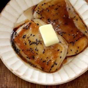 背徳の味がすぎる「大学芋もち」を作る方法とは? 「一度食べたら沼にハマる美味しさ」「仕上げにもバターをぜひ」