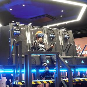気分は調査兵団!立体機動装置で飛び回れる「進撃の巨人」VRライドをお台場で体験してきた