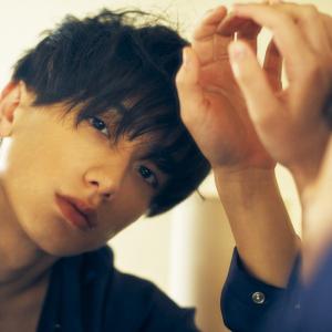2.5舞台で躍進する最注目俳優・小西詠斗1st写真集『瞬間』発売!ナチュラルな表情とグッと大人の色気に変化した1年間に密着
