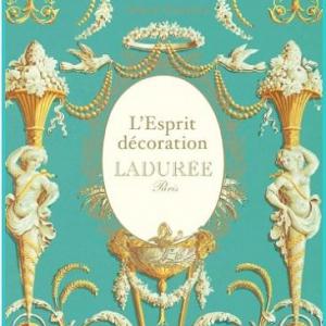 ラデュレより思わず目を奪われるブルーの限定マカロンが登場! 装飾の歴史がつまったスペシャルな本も