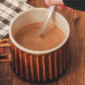 レンジで簡単に美味しい「チョコラテ」を作る方法 「チョコの甘さとコーヒーのほろ苦さが絶妙」「思い立ったらすぐ作れる」