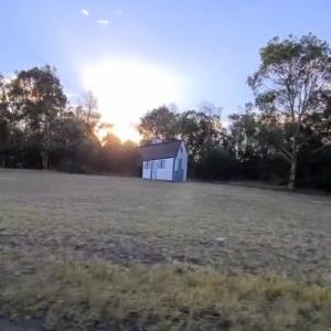 """オーストラリアの""""回転する家"""" 「この動画を数回観たら頭が痛くなった」「ものすごい錯視」"""