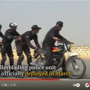 パキスタン警察がローラーブレード部隊の訓練の様子を公開 「犯人が階段を駆け上っていったらお手上げだね」「ハリウッド映画の観すぎ」