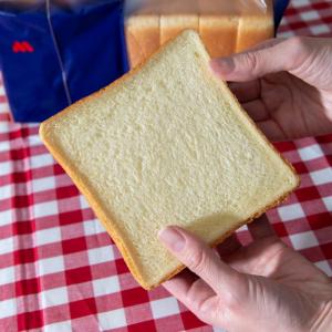 モスバーガーの高級食パン「バターなんていらないかも、と思わず声に出したくなるほど濃厚な食パン」にバターを塗って食べてみた
