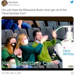 """NBAの試合会場に登場した""""ハンドサニタイザーカム(Hand Sanitizer Cam)""""が笑いのネタに"""