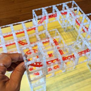 マグネットブロックでレールを組み上げてミニチュアのジェットコースターが作れるおもちゃ「MagnetCubes」レビュー CAMPFIREでプロジェクトを公開中