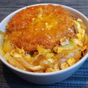 パンでご飯を食べる背徳感「ファミマ・ザ・カレーパン」を卵とじ丼にすると狂おしいほどウマい!