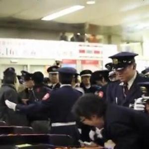 渋谷駅で鉄オタ集団が駅員に追い出されるも「暴力!暴力!」と騒ぎグズる(動画)