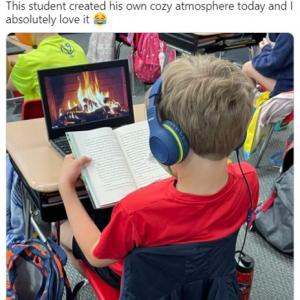 自分なりに居心地の良い環境で授業を受けるアメリカの小学生が話題 「すでに人生を楽しむことを知っている」「これで温かいココアがあれば完璧」
