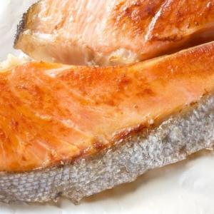 白身魚のサケに色がついているのはなぜ?植物と魚の意外な関係