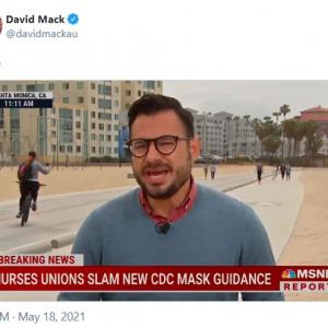 この女性のおかげでニュースに集中できません 「レポーターの話が全然耳に入ってこないよ」「ニュースってこの自転車の人のこと?」