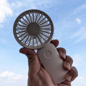"""コンパクトで大風量な""""2重反転ファン""""搭載のハンディ扇風機 リズム「Silky Wind Handy Fan S」レビュー"""