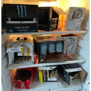 男兄弟の冷蔵庫の中なんてこんなもんです 「トイレ行く回数多そうだな」「キレイに整頓されてる冷蔵庫ではある」