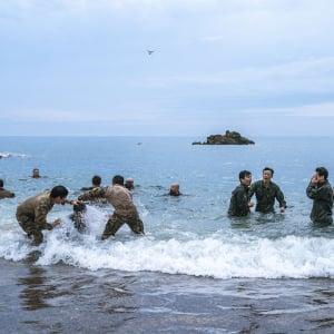 厳しい軍事訓練に挑む…! 韓国発のリアリティーショー『カッチャサナイ』シーズン2 メイキング動画