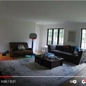 監視カメラが捉えたプレデターのような生物 「ハイレベルの光学迷彩だな」「安い監視カメラだとこうなる」